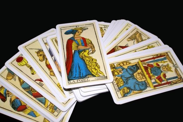 las habilidades de las personas que leen las cartas