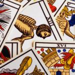 La carta El Colgado en el tarot: significados e interpretaciones